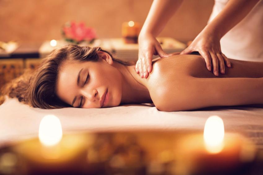 Ontspannende massage met warme olie